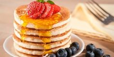 Pancake - ricetta americana originale più altre tante #ricette di #pancake facili e veloci. Scopri la #ricetta, gli ingredienti ed i consigli per preparare il pancake light, senza #burro o senza #latte.
