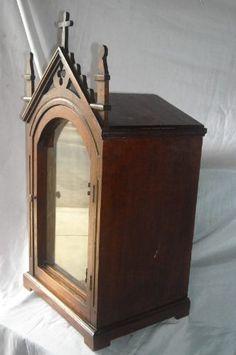 linda urna de madera cedro