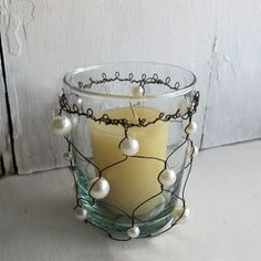 Pearl votive - could probably make this with my jewelry kit..as soon as I open it from the box :/