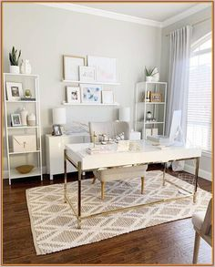 Developing a home office is actually a mix between purposeful decor and trendy interior design ideas. The home office must be a location that is created for working and entertaining customers in addit Mesa Home Office, Cozy Home Office, Home Office Desks, Office Furniture, Furniture Design, Chic Office Decor, Pipe Furniture, Business Office Decor, Ikea Office
