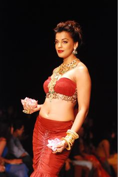 Mudgha Godse Showstopper for Apala at IIJW 2013.