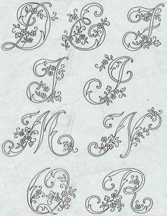 """Ecco qui un bellissimo alfabeto da ricamare con il """"ricamo classico"""" . Monogrammi per impreziosire la nostra biancheria. Dopo aver tanto c..."""