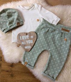 #nähen#sewing#sewingforbaby#nähenfürbabys#lessismore#madeitmyself#handmade#creative#mint#mintgrün#baby#babyboy#babygirl#baby2017#fashion#babyfashion#babyset#nähenfürsenkelkind#dowhatyoulove#loveit#lovethis#sweat#newborn Stoffe sind beide von @stickandstyle