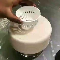 Cake Decorating Frosting, Cake Decorating Videos, Mirror Glaze Cake, Cake Sizes, Pastry Art, Fancy Desserts, Cake Tutorial, Cake Art, Amazing Cakes