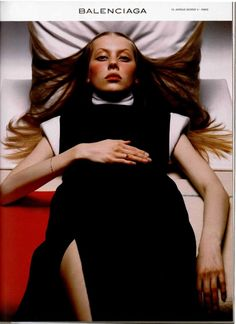 Colette Pechekhonova for Balenciaga Fall 1998 campaign by Inez van Lamsweerde Vinoodh Matadin. 90s Fashion, Fashion Brands, Girl Fashion, Fashion Design, Fashion Photography Inspiration, Editorial Photography, Art Photography, Balenciaga Spring, Fashion Words