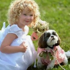 Babies and pets have lots of common things both are innocent and naughty. Enjoy these cute and adorable pictures of kids with pets. Precious Children, Beautiful Children, Beautiful Babies, Young Children, Simply Beautiful, Cute Photos, Cute Pictures, Funny Photos, Animal Pictures
