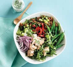 Tuna, green bean and lentil bowl with yogurt dressing