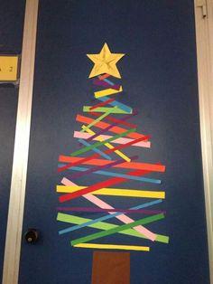 Porta della classe Class Door, Merry Christmas, Xmas, Crafts For Kids, Triangle, Doors, Halloween, Fun, Infant Activities