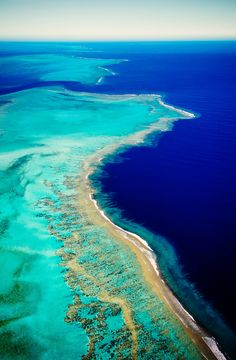 The world's biggest Blue Lagoon - right next door to The Great Barrier Reef! New Caledonia Places To Travel, Places To See, Photos Voyages, Great Barrier Reef, Blue Lagoon, Beautiful Beaches, Wonderful Places, Beautiful Landscapes, Beautiful World