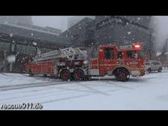 Engine 10 + Ladder 1 Seattle Fire Department  .@Jorge Cavalcante (JORGENCA)