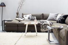 Sofá cinza na decoração. Decoração com sofás. Como escolher seu sofá. Materiais sofás.