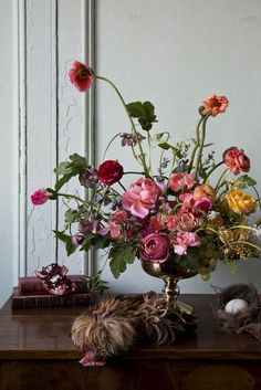 Dutch Masters | Little Flower School I want to learn to do flower arrangements in this style