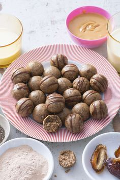 Protein Balls are an easy, healthy way to get your day started right when you're on the go. These Protein Balls take barely any time and are perfect to… Healthy Sweets, Healthy Dessert Recipes, Healthy Snacks, Snack Recipes, Protein Recipes, Healthy Breakfasts, Healthy Protein, Protein Snacks, High Protein