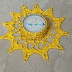Buongiorno a tutti....ecco come promesso, che continuo la carrellata di portacandele.... Questa volta ho osato con un bel giallo sole!..... Crochet Home, Crochet Gifts, Free Crochet, Knit Crochet, Crochet Snowflakes, Crochet Doilies, Crochet Stitches, Crochet Furniture, Crochet Diagram