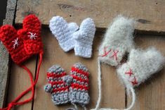 Steen i stugan: december 2013 Crochet Mittens, Diy Crochet, Yarn Crafts, Diy And Crafts, Crochet Ornaments, Textiles, Second Hand, Crochet Projects, Knitting