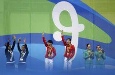 Tingmao Shi e Minxia Wu levam a medalha de ouro nos Saltos Ornamenais - Trampolim 3m sincronizado (Foto: Reuters)