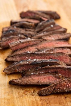 flank steak tacos A quick and easy marinade makes this Flank Steak from unforgettable. All you need is 30 extra minutes to make that steak extra-delish. Steak Dinner Recipes, Skirt Steak Recipes, Steak Marinade Recipes, Steak Marinades, Crockpot Flank Steak Recipes, Steak Meals, Steak Tips, Easy Steak Recipes, Seared Salmon Recipes