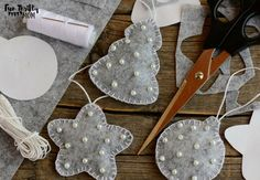 Insanely easy christmas decorations to make - tutorial for Easy felt DIY Christmas ornamentsThese little felt Christmas ornaments are so easy to make yourself, but look so elegant and lovely on the tree! They make perfect handmade gifts, or as