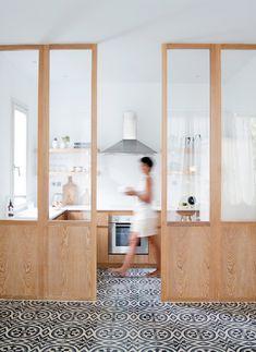 panel de la ventana abierta en la cocina marmo spirito