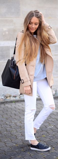 Via Just The Design: Anna is wearing a creme mac Stradivarius coat with white H&M skinny jeans, a grey Cos sweater, black flats and a leather handbag from Zara