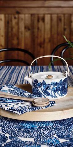 Marimekko Mynsteri teapot Tea Pot Set, Pot Sets, Scandinavian Pattern, White Dishes, Shopping Lists, Marimekko, Sewing Machines, Humble Abode, Mug Designs