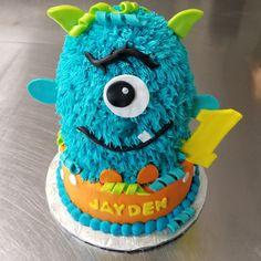 www.facebook.com/carinaedolce   #carinaedolce www.carinaedolce.com  1st birthday monster cake First Birthday Cakes, Minions, First Birthdays, Facebook, Desserts, Food, Tailgate Desserts, One Year Birthday, Deserts