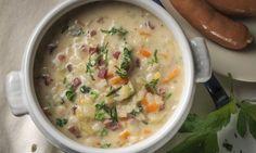 Eine Bündner Gerstensuppe schmeckt nach dem Skifahren im Engadin am besten. Aber auch sonst ist das klassische Schweizer Suppenrezept sehr beliebt.