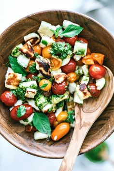 Grilled Halloumi and Burst Tomato Salad With Pesto – Gesundes Abendessen, Vegetarische Rezepte, Vegane Desserts, Gourmet Recipes, Vegetarian Recipes, Healthy Recipes, Vegetarian Pesto, Gourmet Salad, Clean Eating Snacks, Healthy Eating, Grilled Halloumi, Desserts