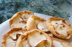 Hämmentäjä: Sinihomejuusto-omenapiiraat. Blue cheese and apple tarts.