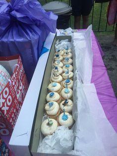 Use a long stem rose box put cupcakes