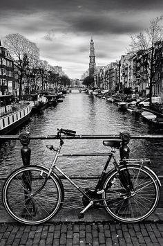 Amsterdam é tão linda que mesmo sem as cores a gente ainda olha as imagens e pensa: Que lugar bonito!
