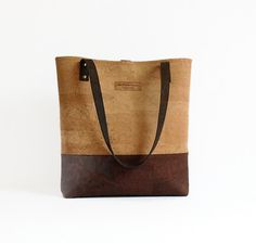 Combining 2 shades of portuguese genuine cork, this eco friendly large bag is light, spacious and yet sturdy and durable enough for everyday use. If youre looking for something natural, attractive and unique that will not cost the earth, then this is it!   With a smooth, soft touch and a great look this bag is the perfect accessory for any woman who cares about the environment.   Cork is a 100% natural product extracted from the evergreen cork oak trees (Quercus Suber) that grow in…