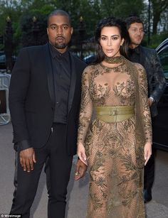 Kanye West and Kim Kardashian West arrive for the Gala to celebrate the Vogue 100 Festival at Kensington Gardens on May 23 2016 in London England Kim Kardashian Kanye West, Kardashian Family, Jonathan Cheban, Kanye West And Kim, Kendall And Kylie, Kendall Jenner, Amor, Celebrities