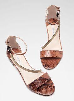 Sandálias com corrente