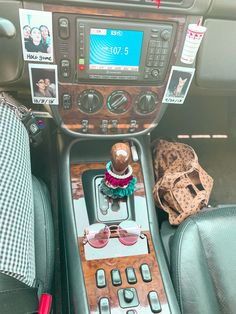 Cute Car Accessories, Car Interior Accessories, Car For Teens, Car Interior Decor, Girly Car, Car Essentials, Car Goals, Jeep Cars, Cute Cars