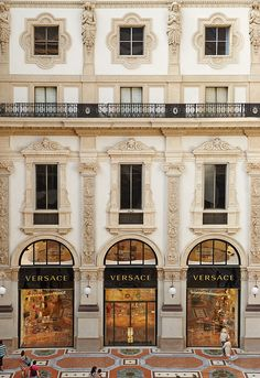 Versace opens new boutique in the heart of Milan
