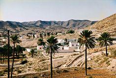 Matmata est un village du sud de la Tunisie.  Situé au sud-est du Chott el-Jérid, dans les contreforts du djebel Dahar, Matmata se trouve à 40 kilomètres au sud-ouest de Gabès. Accroché à flanc de montagne, à 600 mètres d'altitude, ce village berbère compte environ 1800 habitants. Il est renommé pour ses remarquables habitations troglodytes qui en font l'un des hauts lieux du tourisme tunisien.