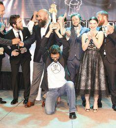 Magazin Gazeteciler Derneği 20. Altın Objektif Ödülleri Türk sinemasının 100'üncü yılı nedeniyle Cüneyt Arkın, Ediz Hun, Fatma Girik, Filiz Akın, Kadir İnanır gibi Yeşilçam efsanelerine onur ödüllerinin verildiği organizasyon, Behzat Gerçeker yönetimindeki ENBE Orkestrası'nın müzikleriyle renklendi. Gecenin en şaşırtıcı olayını ise Mehmet Günsür yaşattı. http://kelebekgaleri.hurriyet.com.tr/galeridetay/83439/2368/2/magazin-gazeteciler-dernegi-20-altin-objektif-odulleri