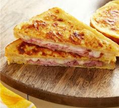 Try a French classic with a croque monsieur recipe! Classic Croque Monsieur is a ham & cheese sandwich dipped in French toast batter & baked until crunchy. Kraft Recipes, Egg Recipes, Snack Recipes, Cooking Recipes, Snacks, French Toast Batter, Mozarella, Soup And Sandwich, Wrap Sandwiches