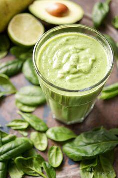 Glowing Skin Grüner Smoothie mit Spinat, Avocado, Birne, Limone, Petersilie