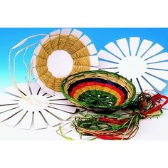 Weave and create colorful round baskets by channeling your inner architect Includes: cardboard base, raffia. Fun Arts And Crafts, Crafts For Kids, Diy Crafts, Weaving Projects, Art Projects, Weaving For Kids, Camping Crafts, Basket Weaving, Woven Baskets
