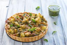 La torta salata alla ligure è una torta salata semplice e sfiziosa, realizzata con pesto, patate, fagiolini e stracchino, in un guscio di croccante brisè!
