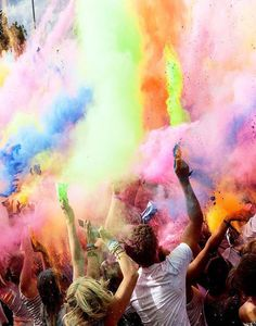 The traditional Indian Festival called Holi taking part in London. It is amazing how one culture can influence something bigger and beautiful The Color Run, Color Of Life, Color Race, Look Festival, Chalk Festival, Festival Party, Amedeo Modigliani, Psy Art, Tumblr Photography