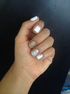 Uñas blanco y dorado white and golden nails