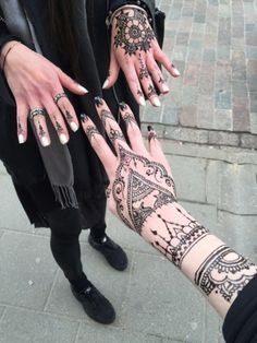hand tattoo ideas (64)