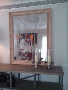 Espejo envejecido recién colocado. Enmarcado con marco de madera natural muy bien tratado en un ancho de 11 cm. KINO MARCOS MOLDURAS. PRECIOS DE TALLER. MARCOS DE ESTILO ARTESANOS. www.kinomarcosmolduras.com  telf. 918082773 - 659319096