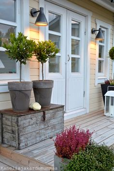 Front Garden Decor Ideas- Enhance Your Front Entrance With These ideas! Home And Garden, Outdoor Decor, Entrance, Front Garden, Outdoor Living, Garden Decor, Front Door Plants, Front Yard, Modern Garden
