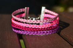 Cette manchette est composée de quatre petits bracelets tressés en nylon.   Principales couleurs : rose, violet, rose fluo, fuchsia  Pour un poignet de 17 à 20cm de diamèt - 10173975