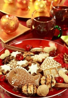 Everyone has a favorite kind of Christmas cookie. Whether it's sugar, gingerbread or gingersnap, Christmas cookies always find their way to the table during this time of year. Pretty Cakes, Holiday Baking, Cake Cookies, Food Pictures, Chocolate Fondue, Food Art, Christmas Cookies, Baked Goods, Baking Recipes