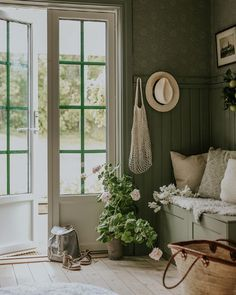 Jasmina Bylund (@jasminabylund) • Фото и видео в Instagram Interior Design Layout, Beautiful Interior Design, Living At Home, Living Spaces, Living Room, Rustic Country Homes, Minimalist Home Interior, House Entrance, Cheap Home Decor